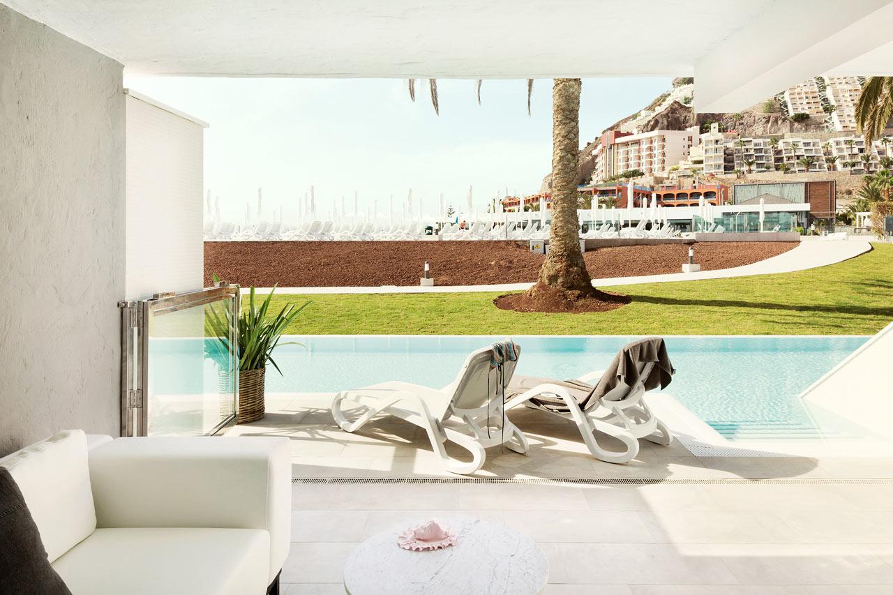 Ocean Beach Club - Gran Canaria - 3-roms Club Suite med inngjerdet terrasse og direkte utgang til privat, delt basseng.