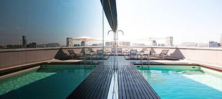 Storbyhotell med basseng