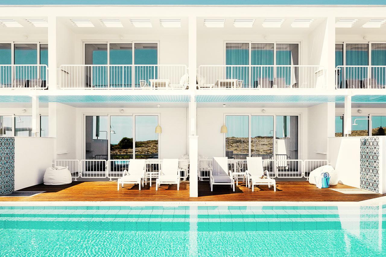 Sunwing Sandy Bay Beach - Royal Family Suite med to rom og direkte utgang til basseng.